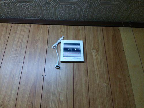 2010325カフェ壁換気扇DIY2