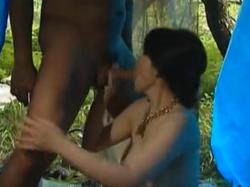 ヘンリー塚本 浅井舞香 セレブマダムが刺激欲しさにホームレスを誘惑してテントでセックス