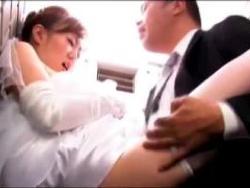 ヘンリー塚本 結婚式に夫の上司に言い寄られて中出しされる三十路の美人な新妻