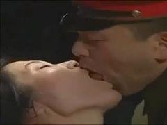 ヘンリー塚本 捕虜となって取り調べをうけているうちに取調官にちんこを挿れられて性処理させられる人妻