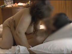 熟女動画 会社帰りに同僚のぽっちゃり熟女とホテルに寄ってセックスで抜いてから帰宅する男
