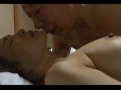 ヘンリー塚本 大沢萠 還暦過ぎた旅館経営のおじいちゃんが息子の嫁を寝取ってしまう