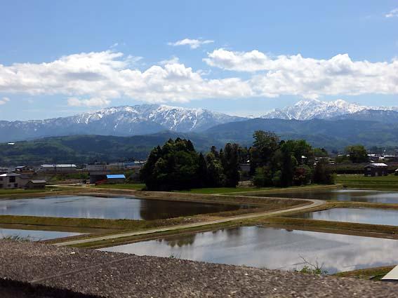 魚津水族館展望フロアより望む立山連峰
