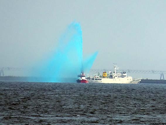神戸市消防艇による歓迎放水