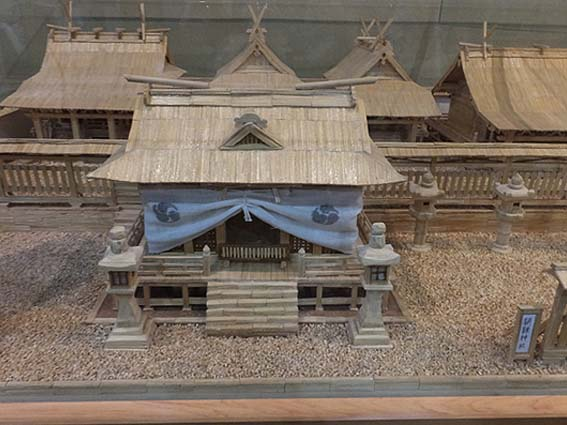 マッチ棒の闘鶏神社