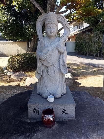 弁財天様の像