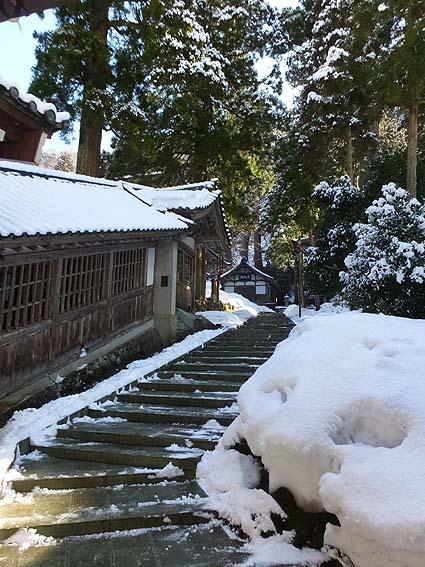 雪景色の石段