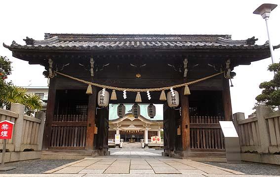 岡山神社隋神門