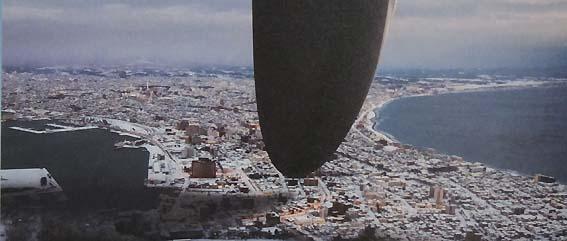 函館市街上空のヘプタポッド宇宙船