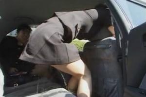 【聖水OL!】 失禁が止まらない女! 車中・交差点で羞恥心のなかお○っこスプラッシュ!