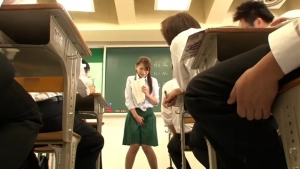美人のお漏らし無料エロギャル動画。 美人すぎる先生が生徒の前でまさかのお漏らし・・・