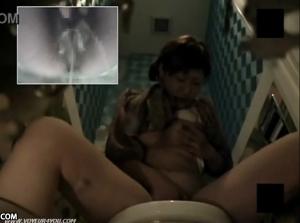 【聖水動画!】 お店のトイレで聖水垂れ流しながらオナニーしちゃう変態素人娘!