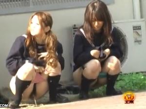 【聖水動画!】 学校帰りの制服ギャル達の野ション!