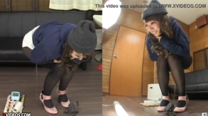 【聖水動画!】 パンストギャルが着衣のままお漏らし!