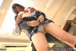 【長澤あずさ!】 セクハラ教師にトイレに行かせてもらせずついには聖水垂れ流す制服爆乳女子・・・