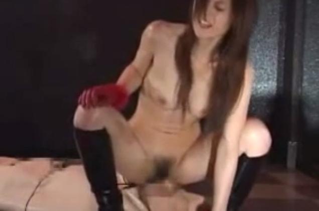 聖水動画 女王様 M男 顔面騎乗 BDSM