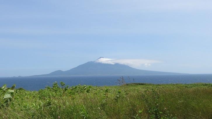 北のカナリアパークから見た利尻山
