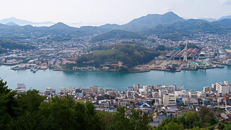 千光寺公園からみた尾道市街、尾道水道、向島