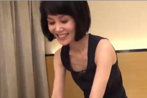 【無修正】40代美熟女のおまんこじっくり拝む無料裏ビデオ動画