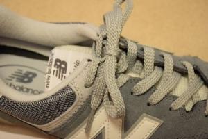 ニューバランスのスニーカーの靴紐の結び方4
