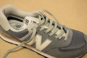 ニューバランスのスニーカーの靴紐の結び方10