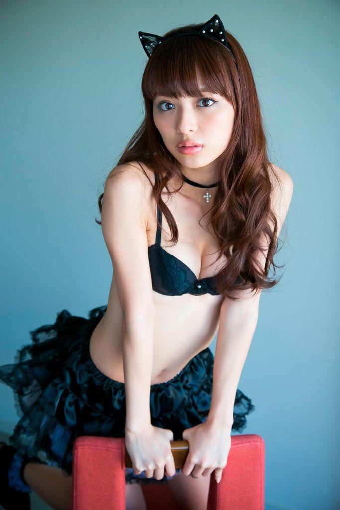 内田理央 男を横取りする意地悪女性演じているがすっぴん可愛いおっぱい画像