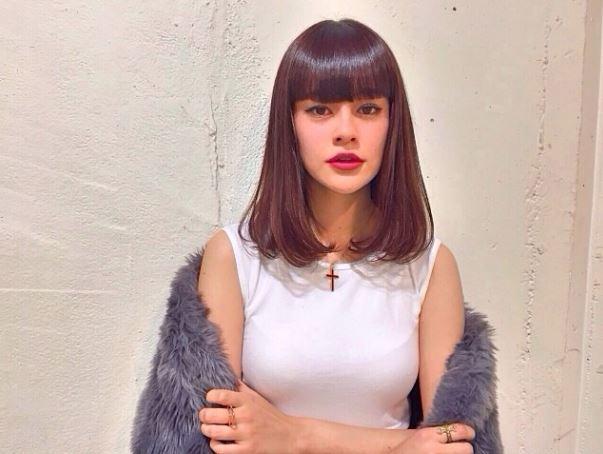 emma 海外モデルかと思うくらい格好いい顔つきでエロ顔みたくなるおっぱい画像