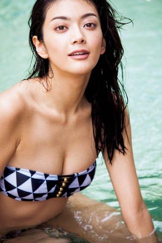 田中道子 ハーフ顔で才色兼備なモデルすぎるモデルで女優はこれからなお乳写真