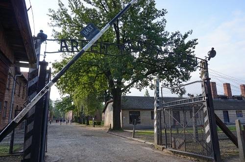 アウシュビッツ (4)門