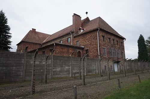 アウシュビッツ (23)チクロンBと犠牲者の財政保管倉庫