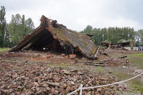 アウシュビッツ (39)ビルケナウ収容所・クレマトリウムの残骸