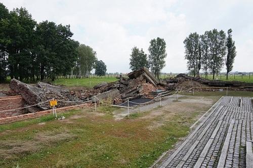 アウシュビッツ (42)ビルケナウ収容所・ガス室・焼却炉の残骸