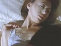 【濡れ場】松雪泰子 ブラからはみ出る色白の上乳がセクシーなベッドシーン