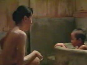 【お宝】原田美枝子 風呂場で息子に巨乳はおろかマ○コまで見せつけて性教育