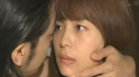 相武紗季(女優)ドラマ「ブザー・ビート」舌入れねっとりKISSシーンからのベッドシーン映像