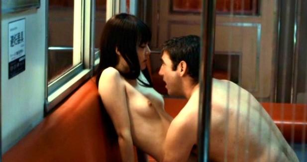 菊地凛子(女優濡れ場)映画「ナイト・トーキョー・デイ」で美巨乳丸出し裸濡れ場SEXシーンを披露。(※ムービーあり)