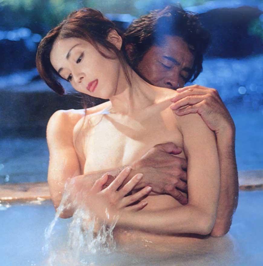 川島なお美(女優濡れ場)映画「失楽園」で裸チクビ出し古谷一行とねっとりSEXシーンを披露。(※ムービーあり)