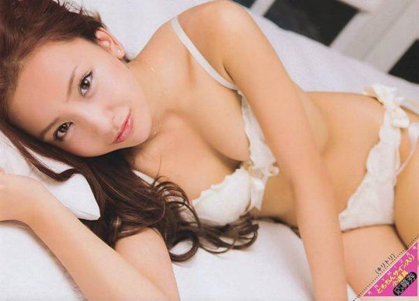 芸能生命崖っぷちの元AKB48のともオチンチンと板野友美が4年振りオカズ写真集の宣伝に必死。(※写真26枚あり)