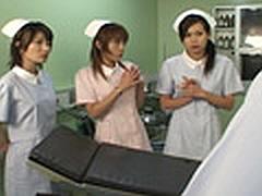 看護婦にオチンチンを見られる