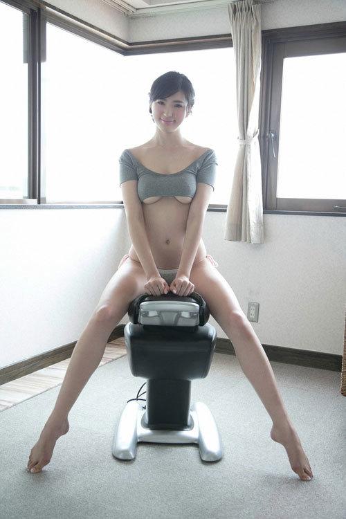 松嶋えいみの長身美巨乳おっぱい7