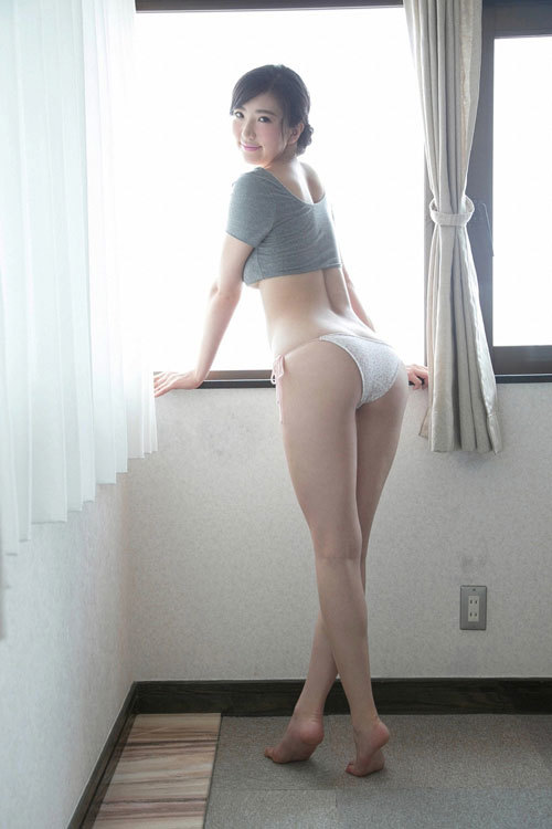松嶋えいみの長身美巨乳おっぱい9