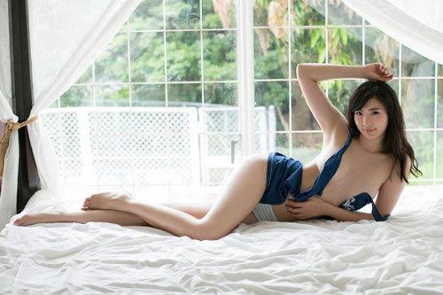 松嶋えいみの長身美巨乳おっぱい40