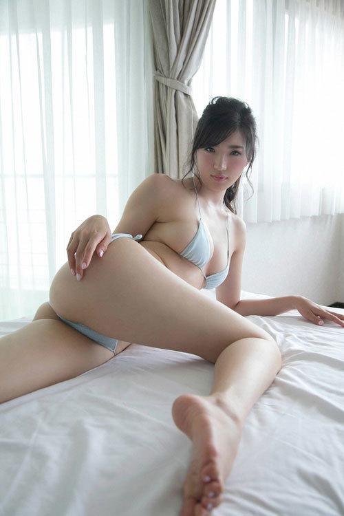 松嶋えいみの長身美巨乳おっぱい48