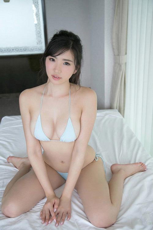 松嶋えいみの長身美巨乳おっぱい49