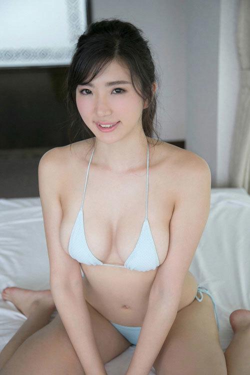 松嶋えいみの長身美巨乳おっぱい50