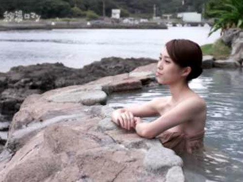 テレ朝「秘湯ロマン」入浴美女に上からのアングルwww2ch「おっぱい!」「真っ白なパイオツwww」