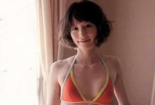 【宮島咲良アナのスレンダー水着画像】スーパー戦隊オタクの美乳に▼お股!