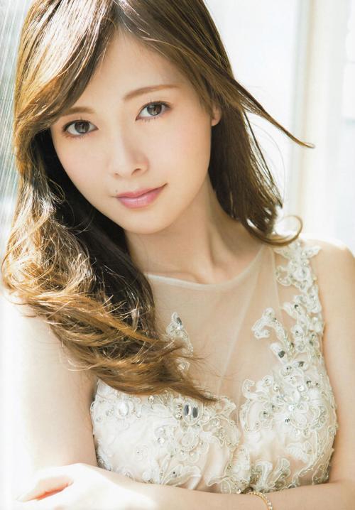 白石麻衣 色白で美形すぎるトップクラスアイドルのおっぱい画像