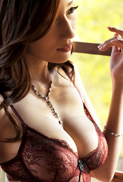 【やりたい】濃厚なフェロモンをバンバンに振り撒いてる女たちの画像wwww