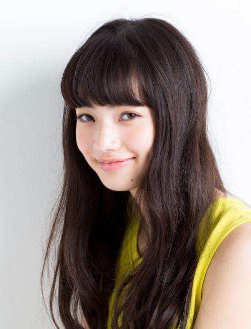 小松菜奈 どこかミステリアスな顔立ちで引き込まれてしまうおっぱい画像